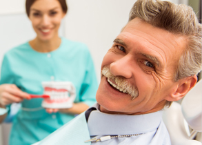 D5-symptoms-get-smile-back-with-dentures